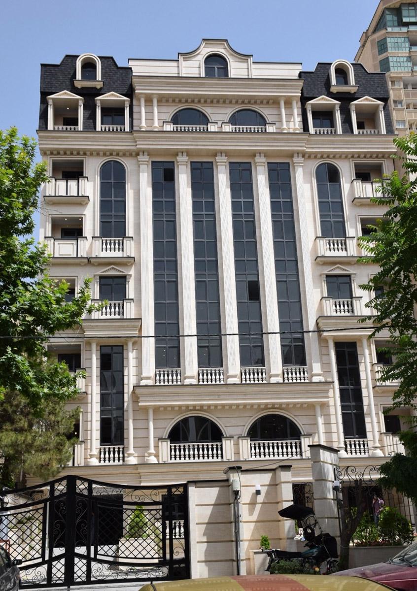 Saadat Abad, Building